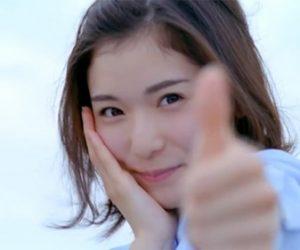 松岡茉優が水着姿でカップや腹筋を披露!モーニング娘。加入でも話題に