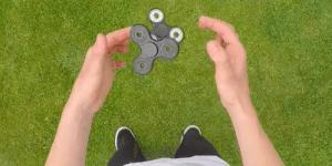 ハンドスピナーの遊び方や技!簡単に宙に浮くコツや浮かす回し方は?